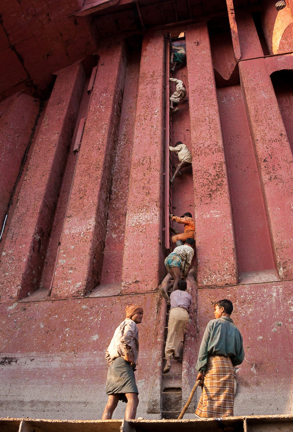 bangladesh-chittagong-shipbreaking-climb.jpg
