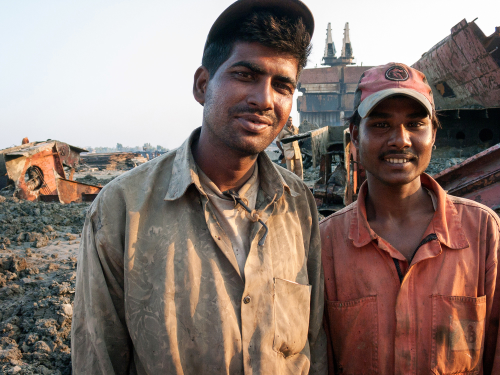 shipbreaking-bangladesh-chittagong-workers.jpg