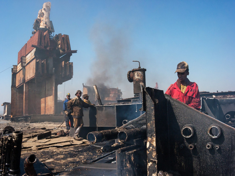 bangladesh-chittagong-shipbreaking-work.jpg