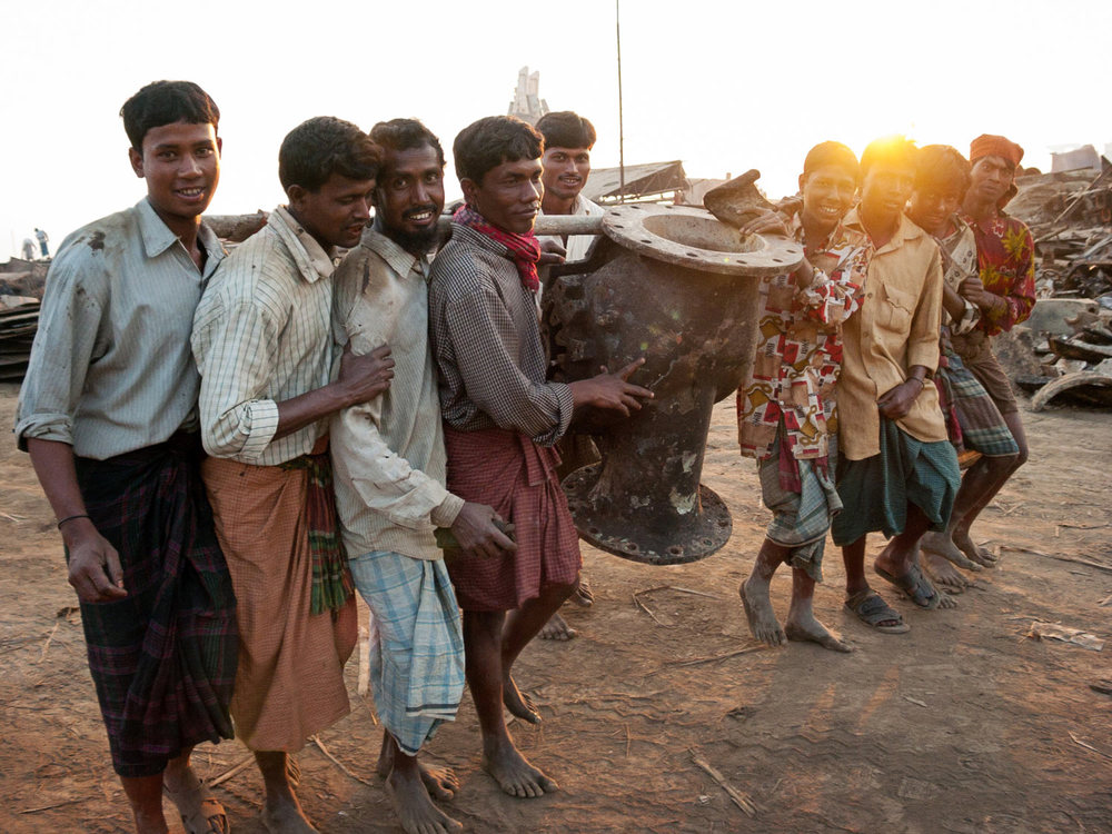 shipbreaking-chittagong-bangladesh-workers.jpg