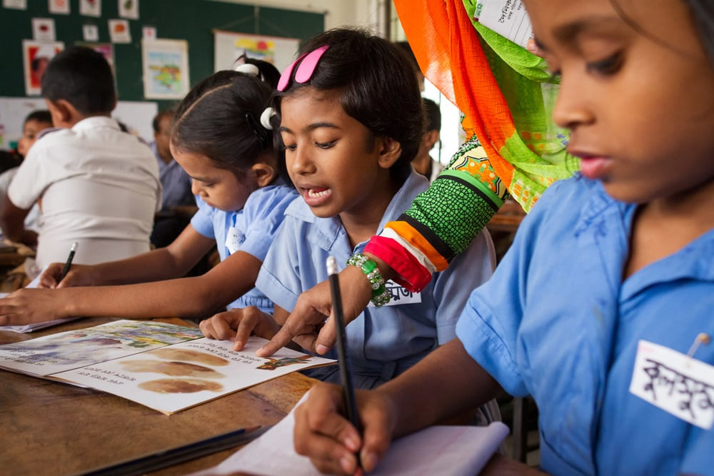 Built into the ECL approach are methods that ensure the continuous assessment of each student's performance, even in Bangladesh's crowded classrooms. In Bangla class, teacher Ayesha Parveen spends time each day moving around the class and listening to different students read for one minute each. In this way, every student has the opportunity to read to her twice a week and she can keep track of their skills as they develop.