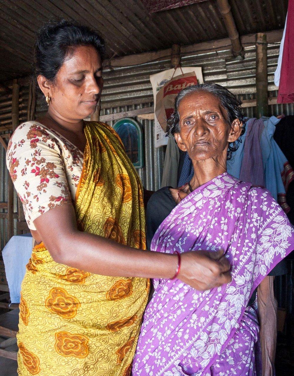 bangladesh-old-woman-daughter.jpg