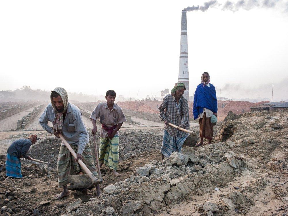 bangladesh-brick-factory-laborers.jpg