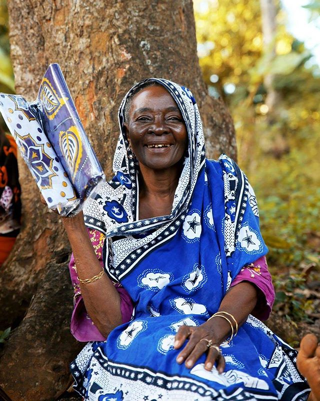 Gleaming grandmother showing us just how far, so little can go!  #kangamovement #thekangaproject #zanzibar #igersafrica #instatravel #travelgram #photojournalism #charity #alansari #supportthecause #liveauthentic #travelafrica #womenappreciation #femaleempowerment #spreadlove #giveback #makeportraits #portraitphotographer #streetphotography #tanzania