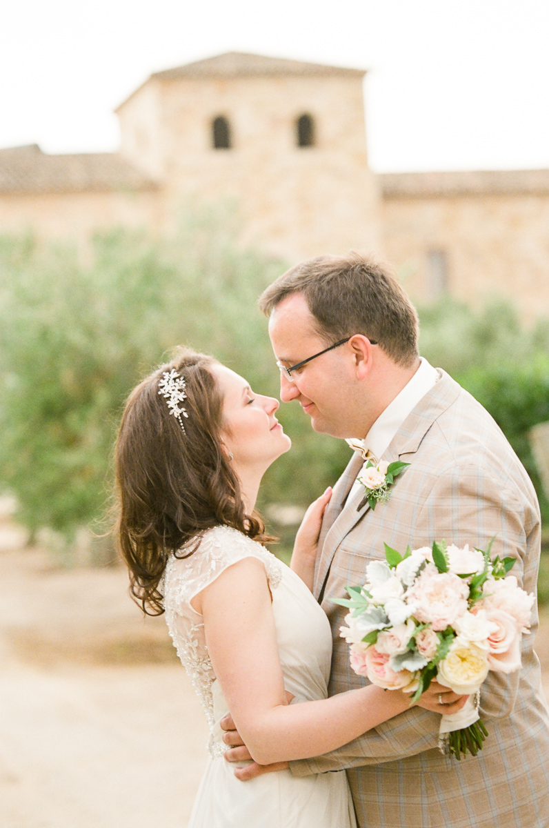 Photography by Dmitry Rogozhin | Cody Floral Design | Wedding at Sunstone Vineyards