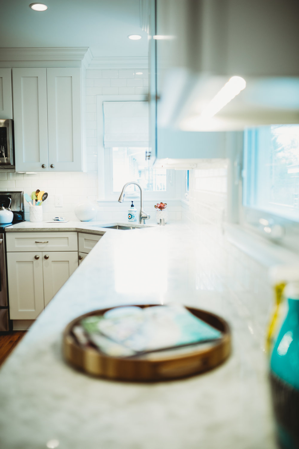 A simple guide to selecting the best lighting layout for your kitchen. Photography by Lauren Lutterman Photography https://www.photosbylaurenl.com