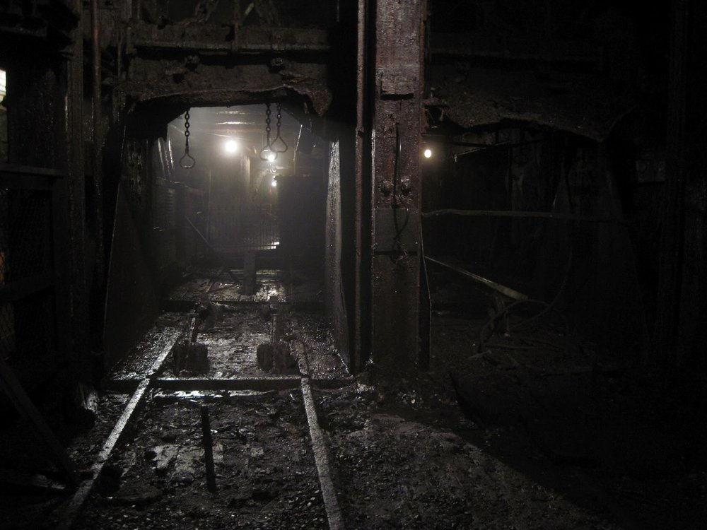 Mine-shaft-elevator.jpg