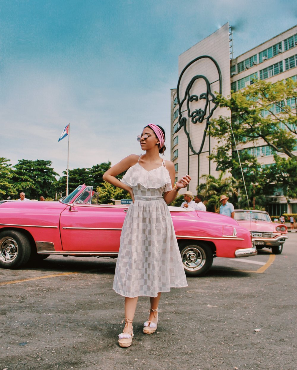 pink-classic-cars-cuba-photography-outfits