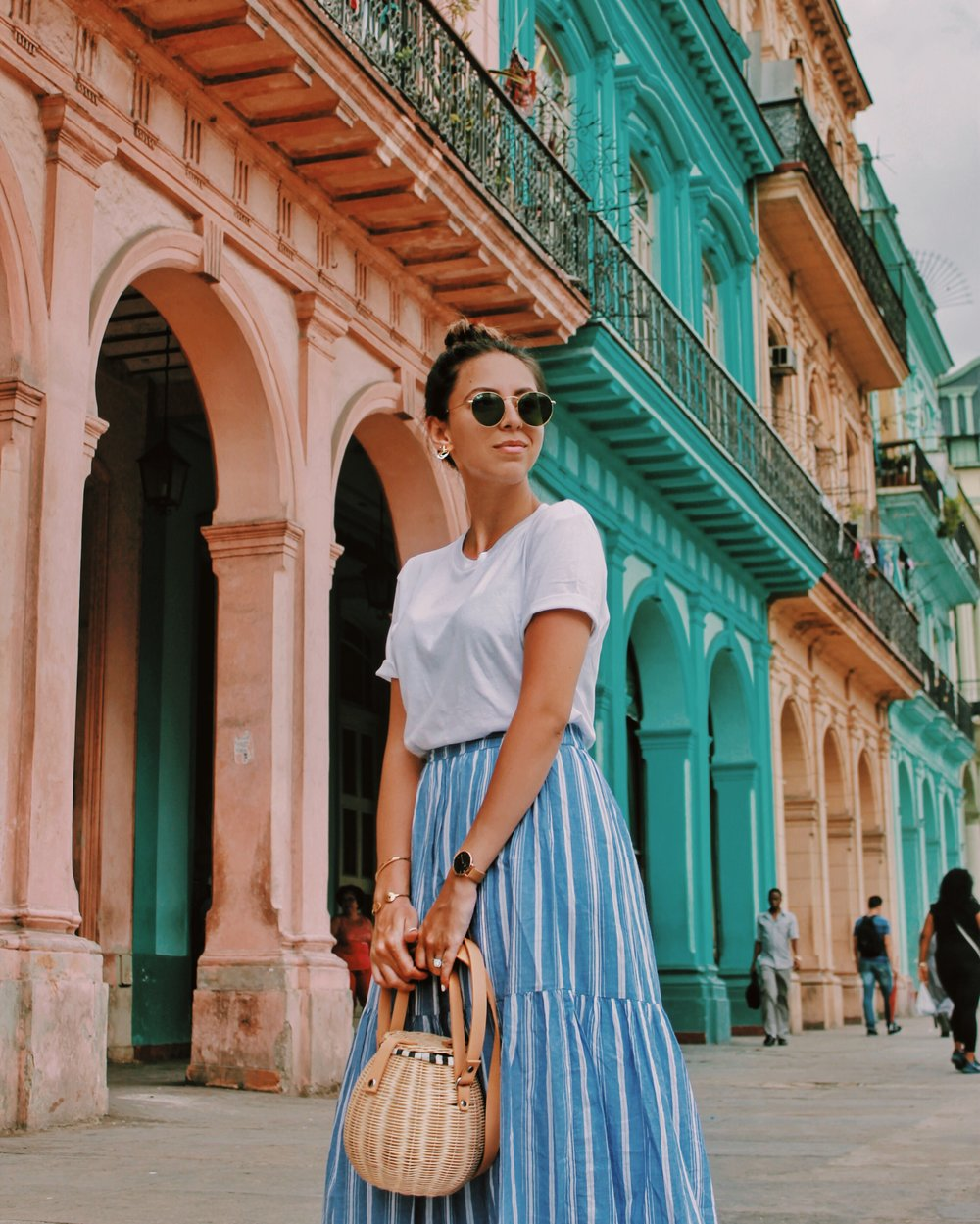 blue-skirt-white-tshirt-outfit-cuba-style