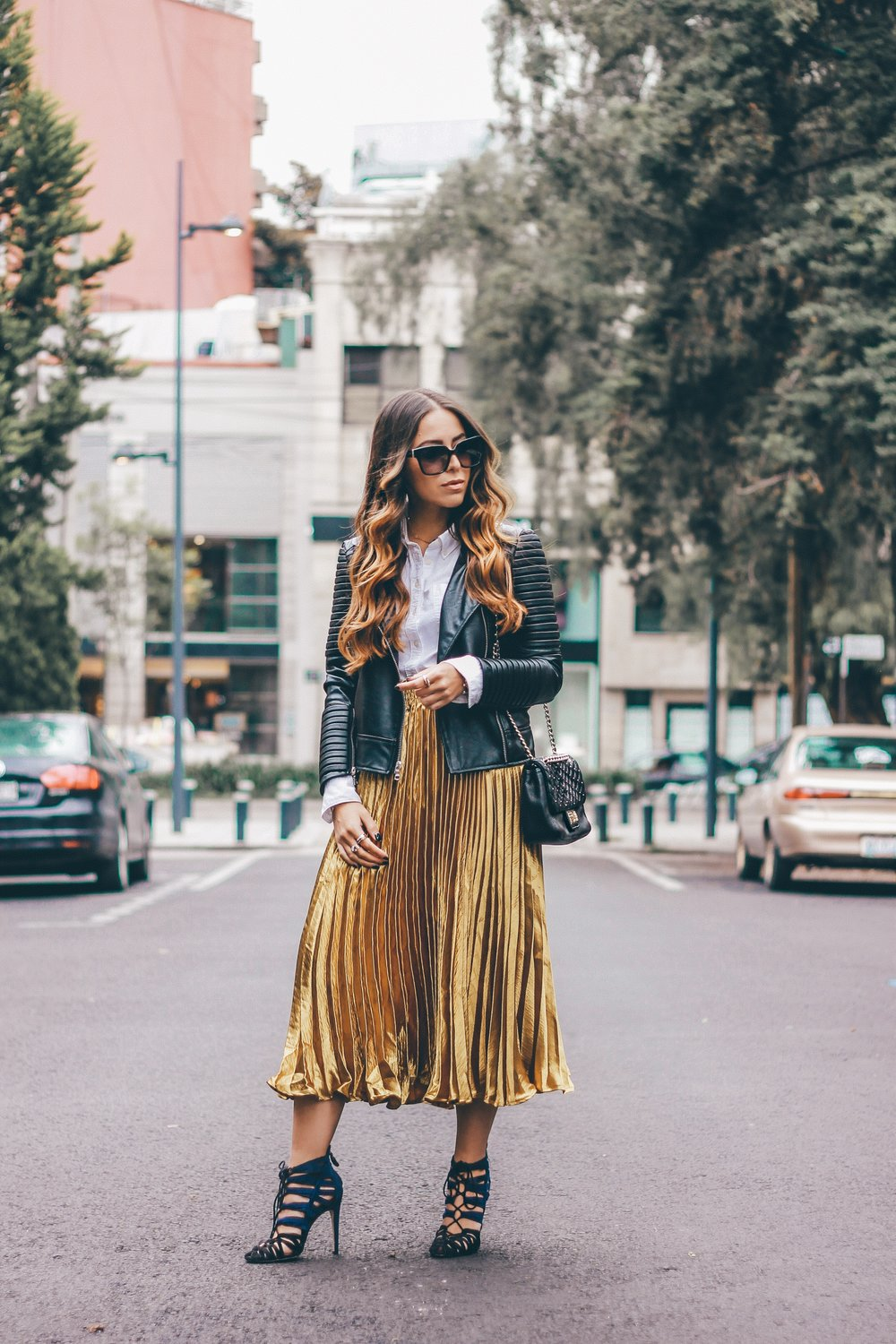 gold pleated skirt outfit