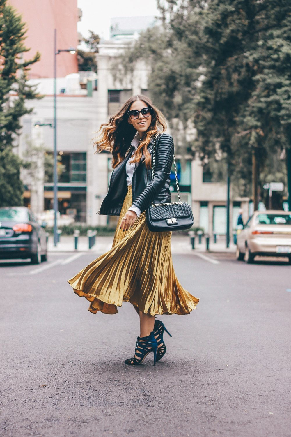 gold skirt outfit for fall