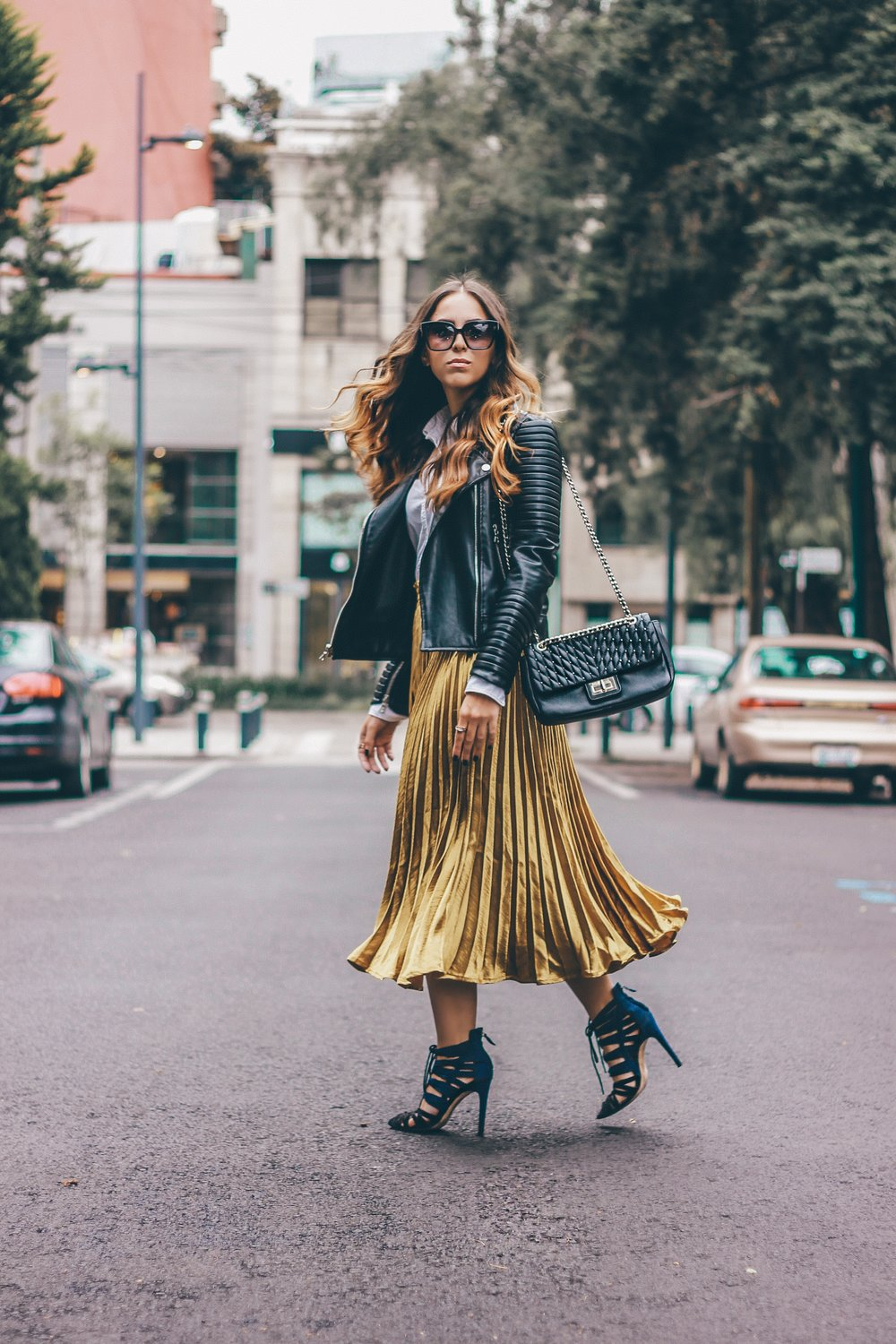 how to wear a metallic gold skirt