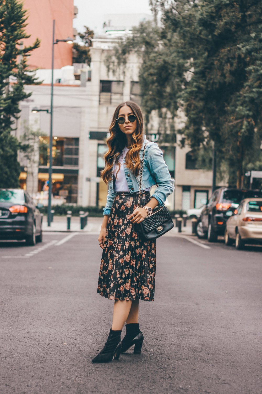 how-to-wear-pleated-printed-leather-skirt