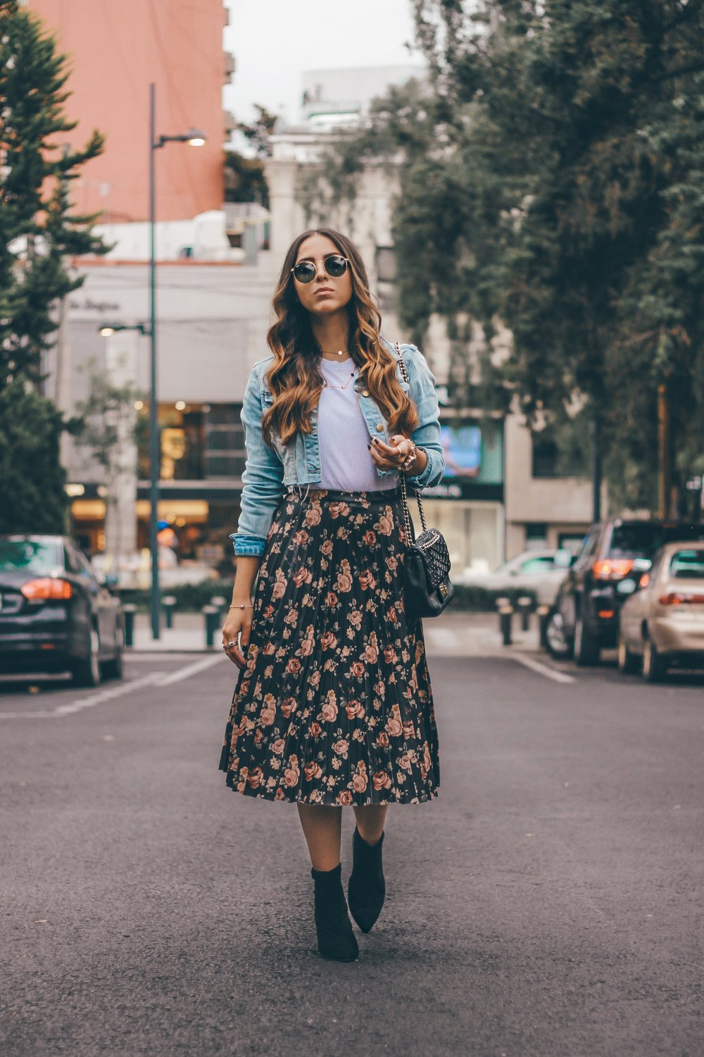 skirt-looks-denim-jacket-boots