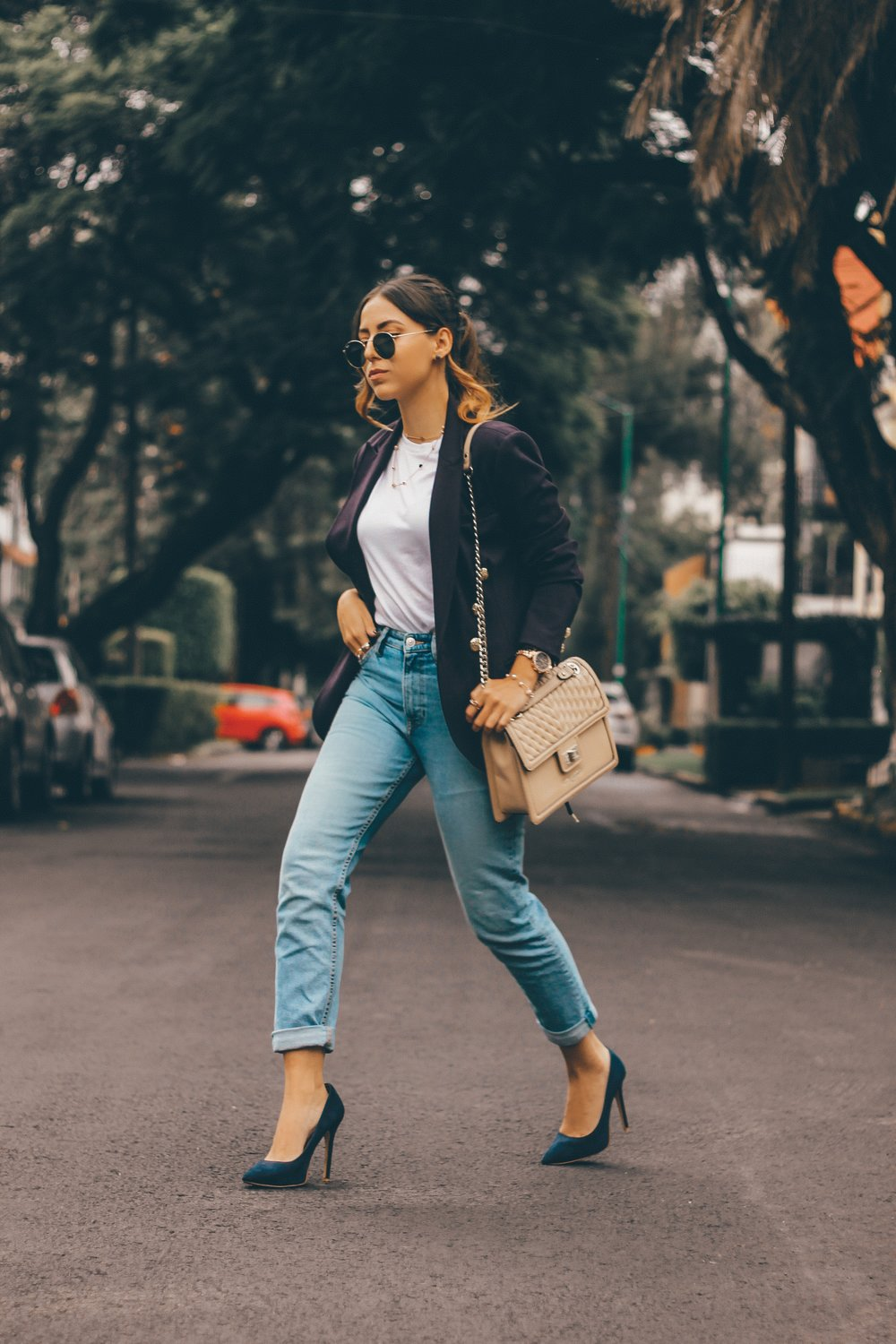 mom-jeans-pointed-heels-outfit-style-ideas
