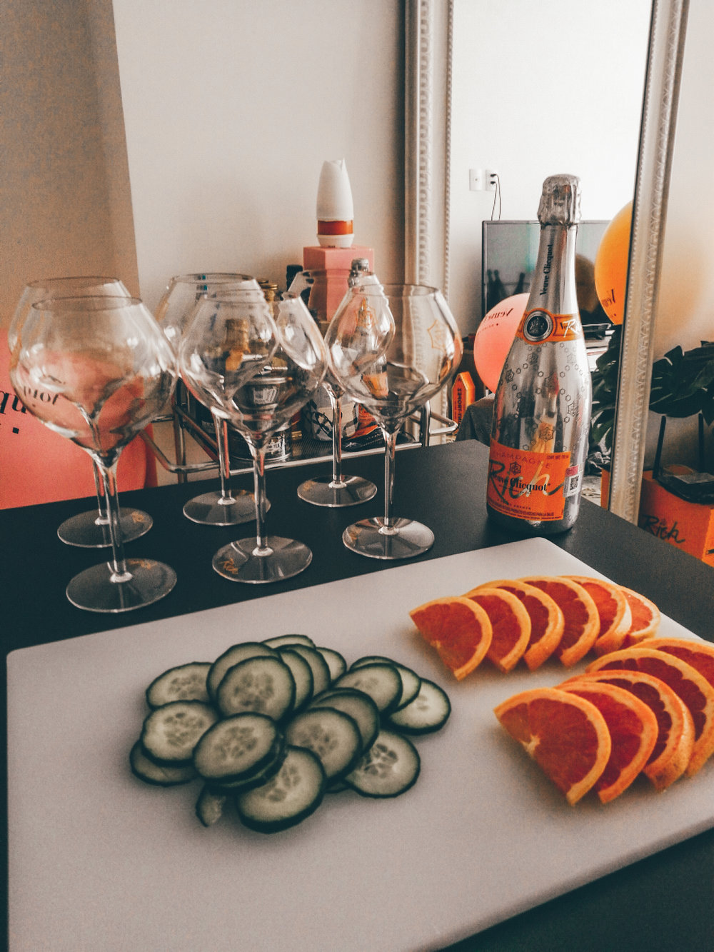 CHAMPAGNE-PARTY-AT-HOME