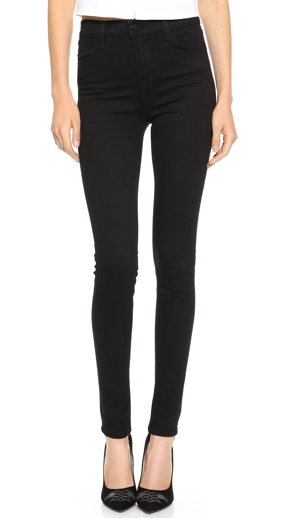 EVERY GIRL NEED A PAIR OF BLACK JEANS, THIS BRAND IS ONE OF MY FAVORITE ONES AND THIS STYLE SUITS SO WELL!