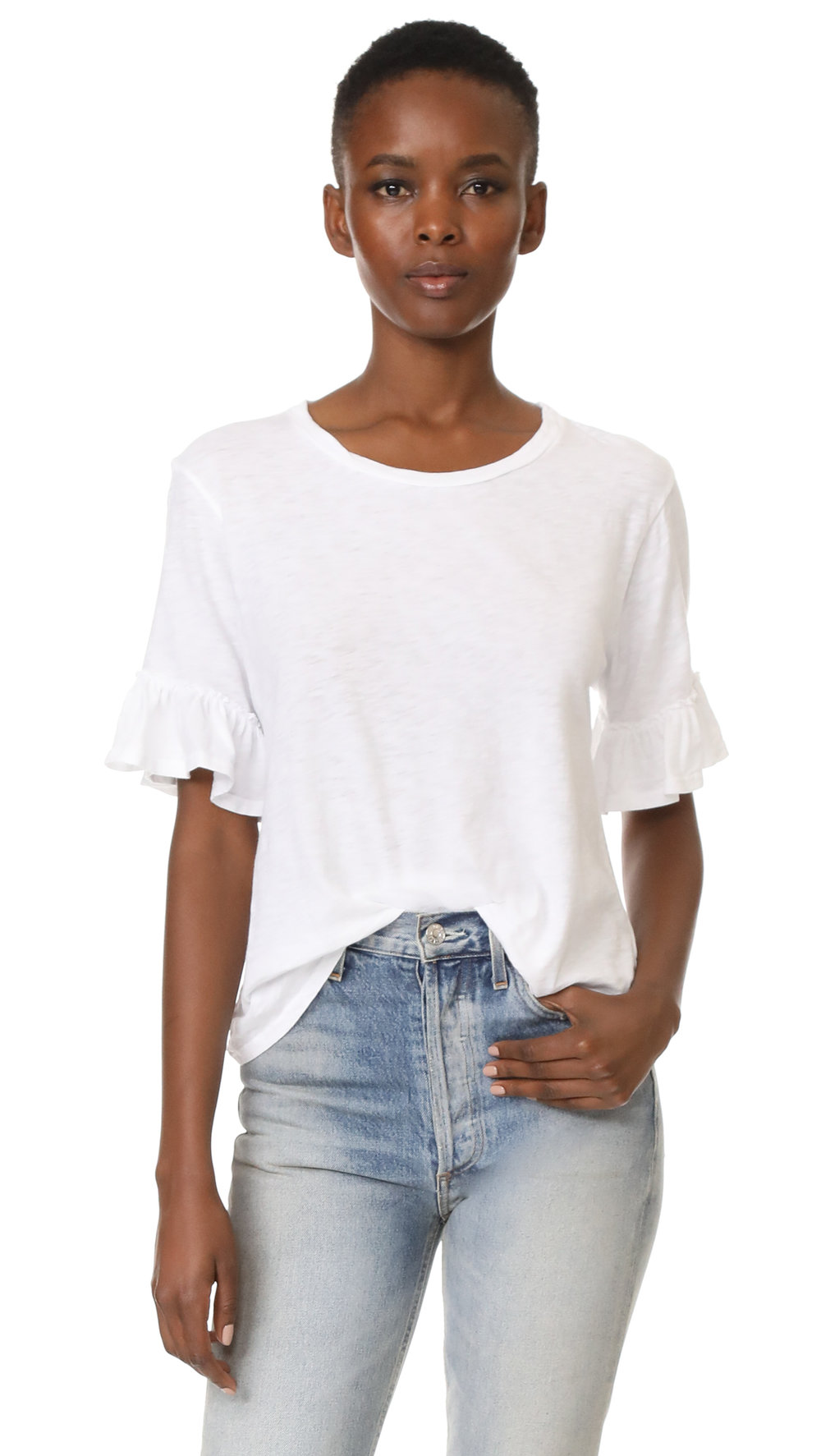 IF YOU GUYS FOLLOW YOU KNOW i LOVE WHITE TEES, IT'S MY EVERYDAY GO-TO SO HERE IS A SUPER CUTE OPTION WITH FLARES ON THE SLEEVES.