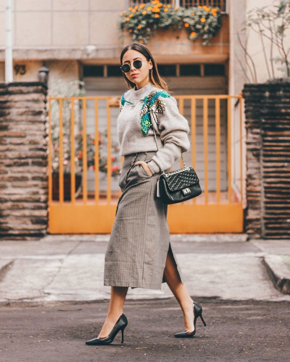 HOW-TO-WEAR-GREY-SKIRT