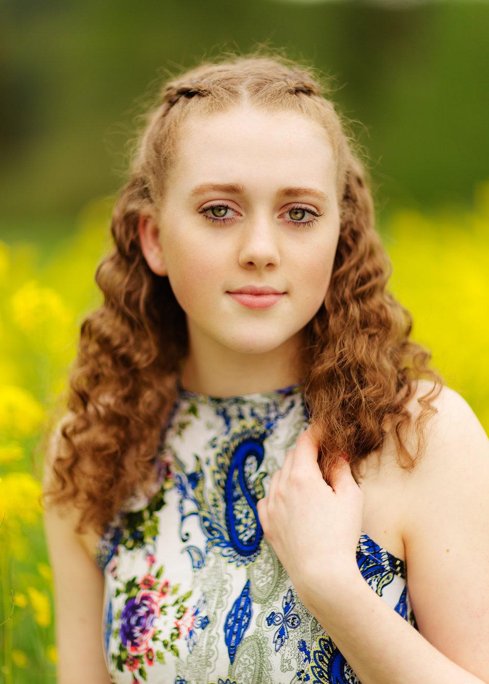 kaylie-duvall-monroe-woodinville-carnation-area-senior-portrait-photographer-2-4.jpg