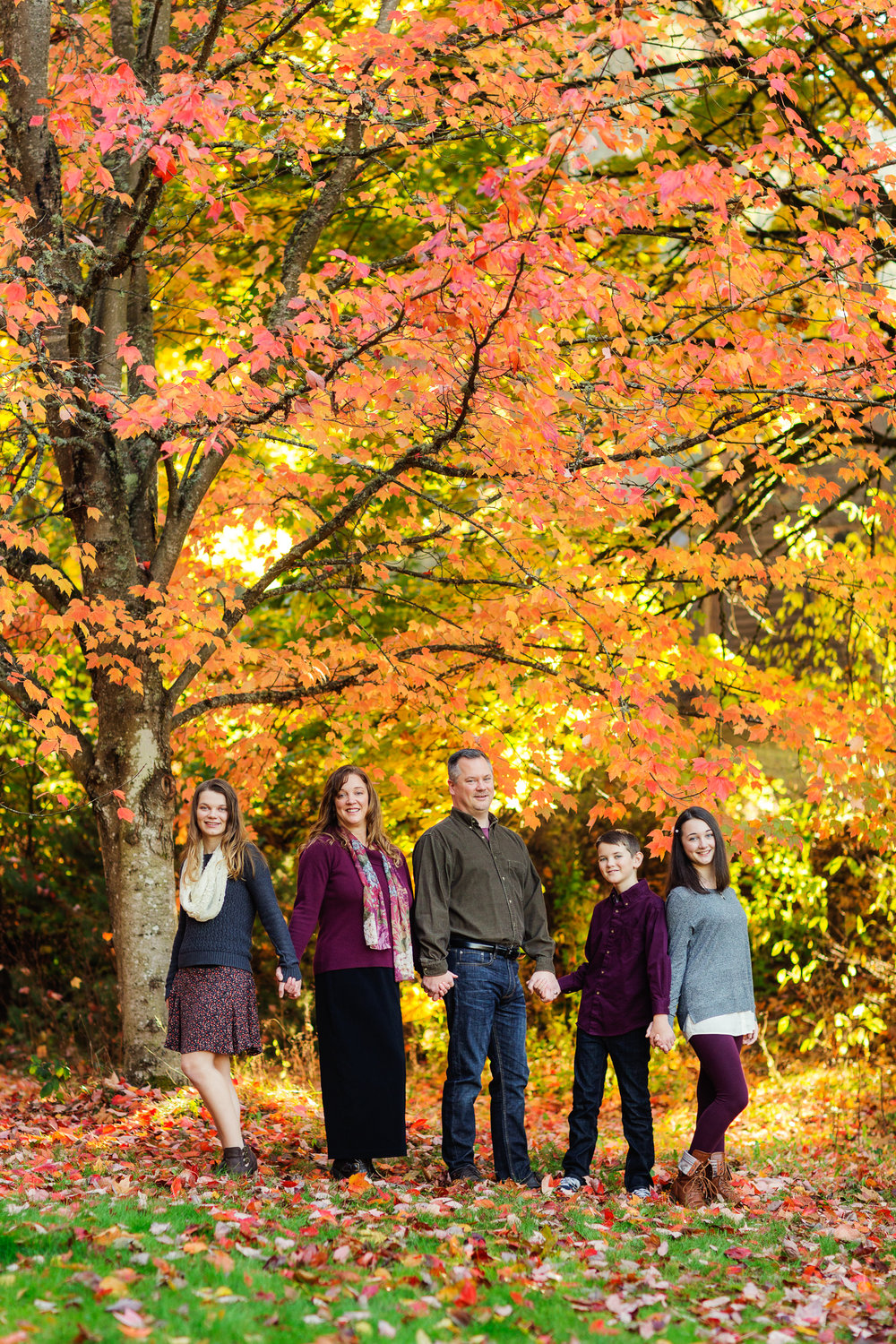 ariellanoellephotography-family-fall-mini-sessions-monroe-duvall-woodinville-redmond-kirland-seattle-skyline-bellevue-area-photographer-highschool-seniors-1-5.jpg
