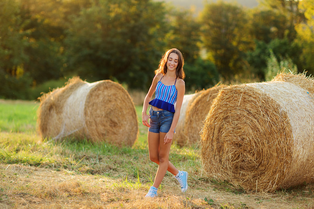 ariella-noelle-photography-summer-senior-sessions-portraiture-seattle-area-beautiful-senior-portraiture-1-7.jpg