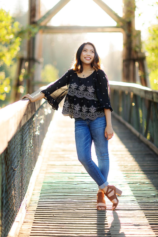 ariellanoellephotography-highschool-senior-portraiture-seattle-area-monroe-duvall-washington-state-redmond-kirkland-bellevue-snohomish-portraiture-graduation-images-2.jpg