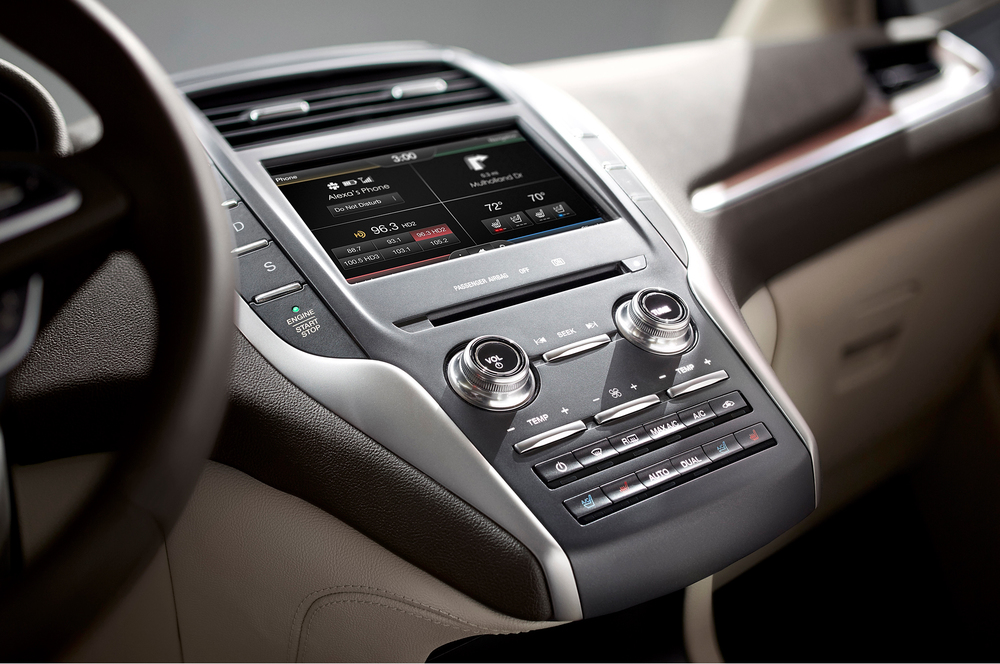 2015-Lincoln-MKZ-interior.jpg