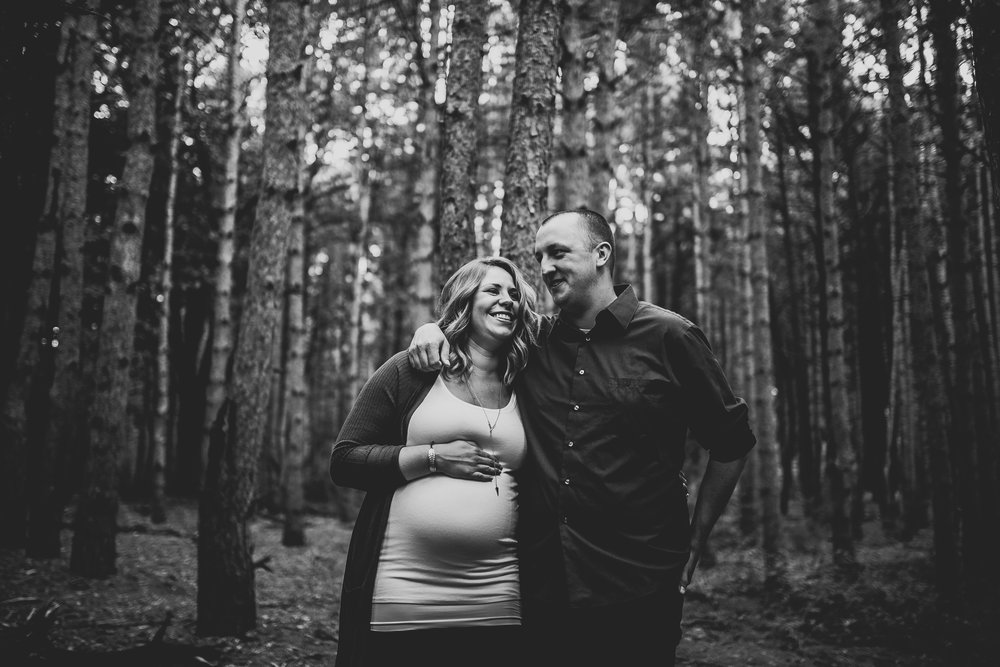 Julianne-Austin-Grand-Rapids-Maternity-Pictures-4567.jpg