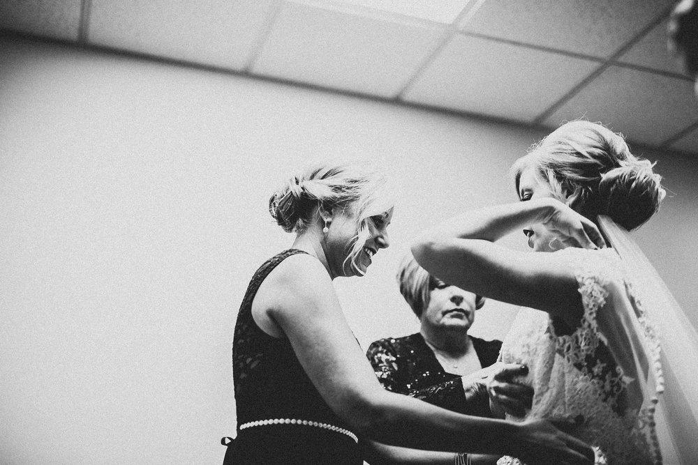 Candice-Ryan-Preparations-Muskegon-Michigan-Wedding-41.jpg