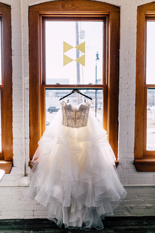 Kayla-Joel-Preparations-Michigan-Wedding-Photographer-8188.jpg