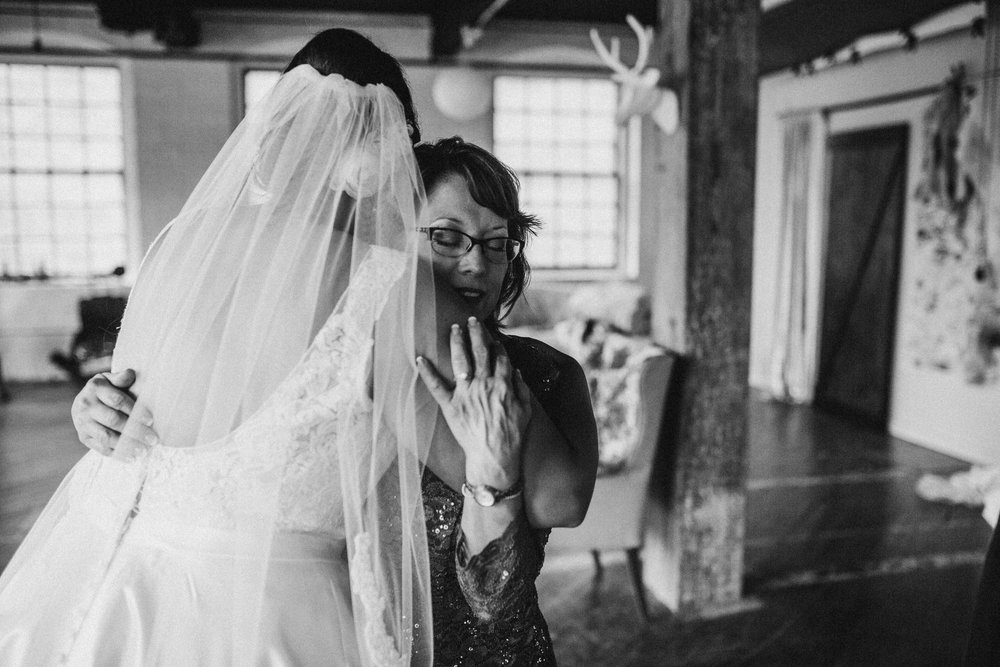 Mara-Michael-Preparations-Michigan-Wedding-Photographer-91.jpg