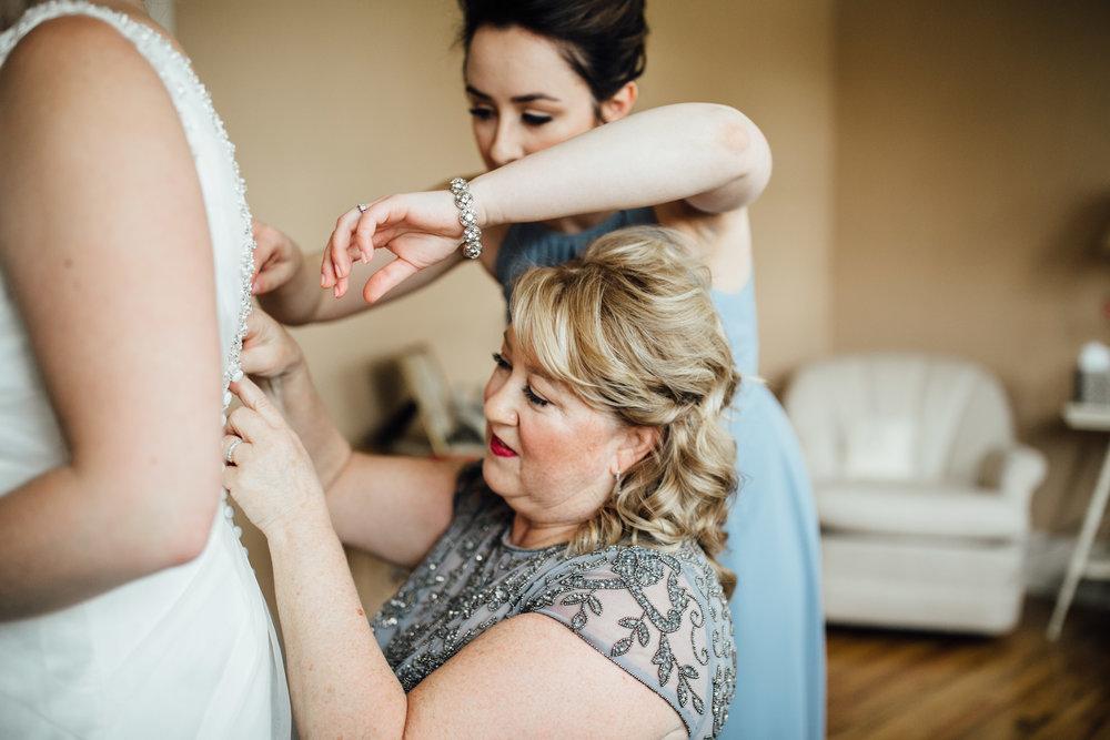 2018-4-Kim-Nick-Detroit-Wedding-Preparations-Michigan-Wedding-Photographer-40.jpg