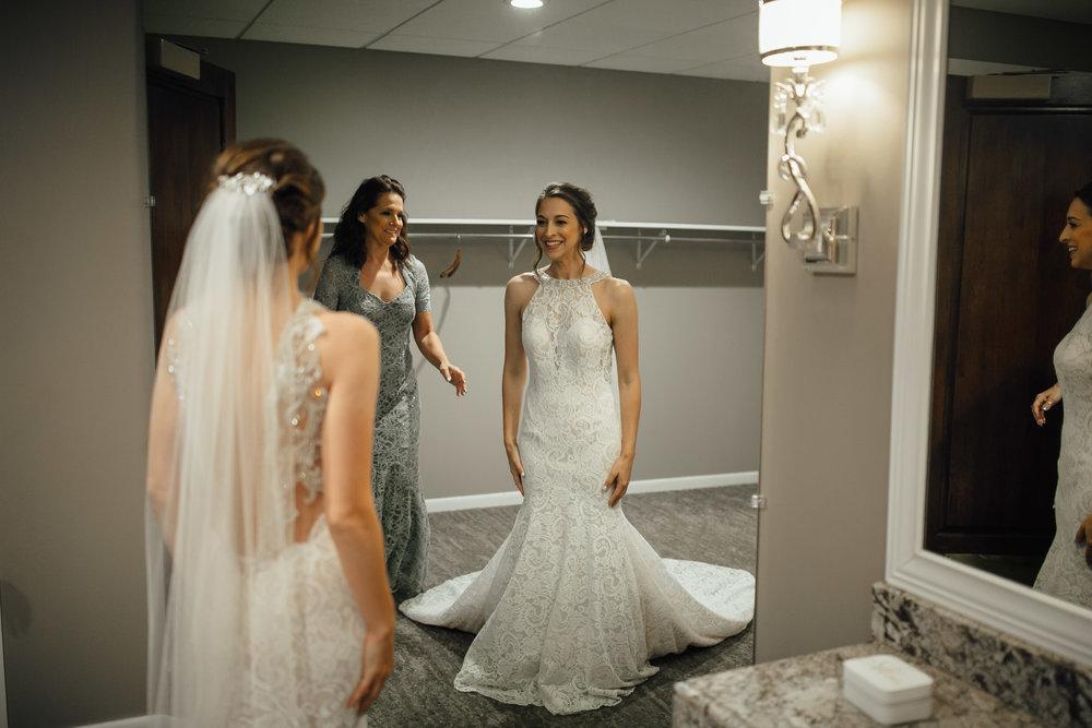 2018-5-Sammi-Travis-Preparations-Grand-Rapids-Michigan-Wedding-Photographer-62.jpg