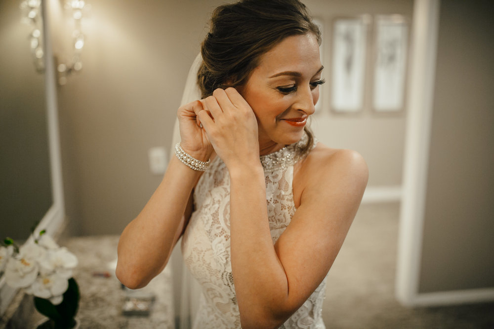 2018-5-Sammi-Travis-Preparations-Grand-Rapids-Michigan-Wedding-Photographer-84.jpg