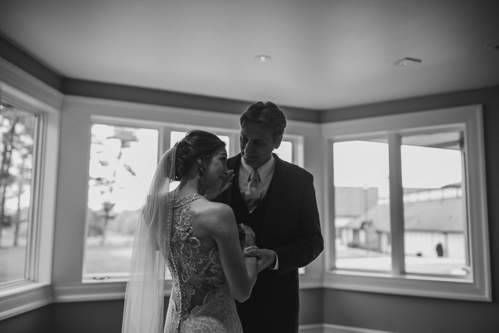 2018-5-Sammi-Travis-Preparations-Grand-Rapids-Michigan-Wedding-Photographer-133.jpg