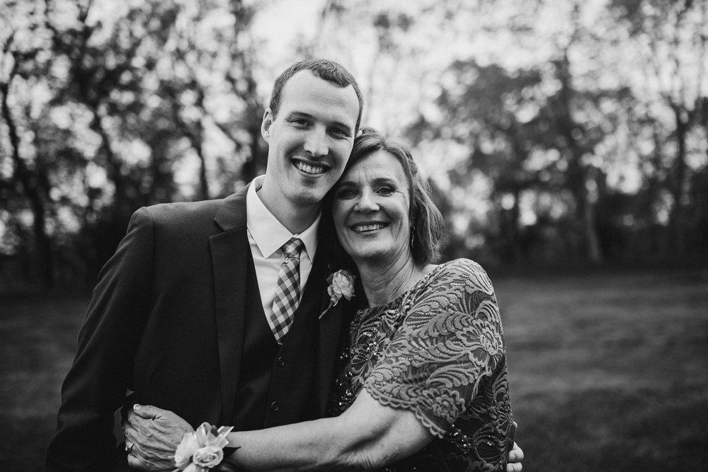 2018-5-Sammi-Travis-Family-Portraits-Grand-Rapids-Michigan-Wedding-Photographer-77.jpg