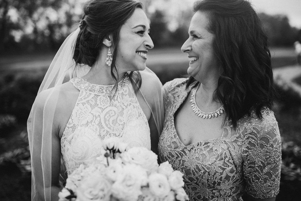 2018-5-Sammi-Travis-Family-Portraits-Grand-Rapids-Michigan-Wedding-Photographer-45.jpg