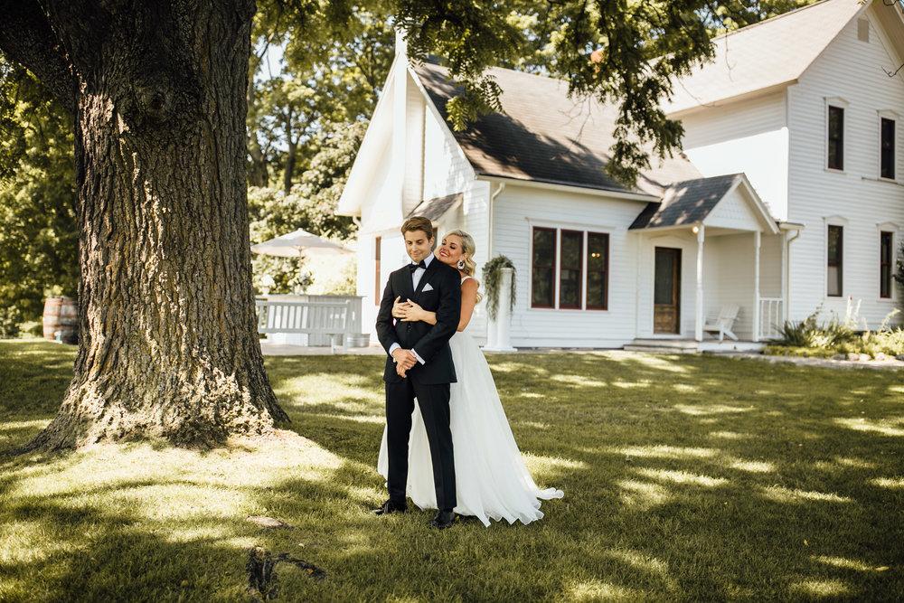 2018-8-Chelsea-Rich-First-Look-Aurora-Cellars-Traverse-City-Wedding-Michigan-Wedding-Photographer-13.jpg