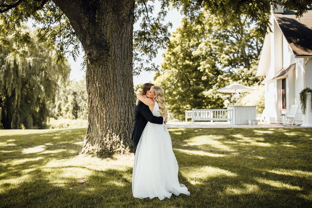 2018-8-Chelsea-Rich-First-Look-Aurora-Cellars-Traverse-City-Wedding-Michigan-Wedding-Photographer-34.jpg