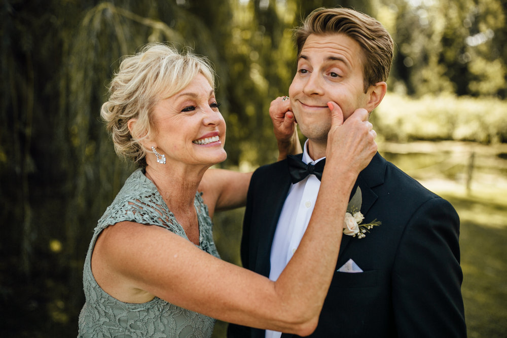 2018-8-Chelsea-Rich-Family-Portraits-Aurora-Cellars-Traverse-City-Wedding-Michigan-Wedding-Photographer-20.jpg