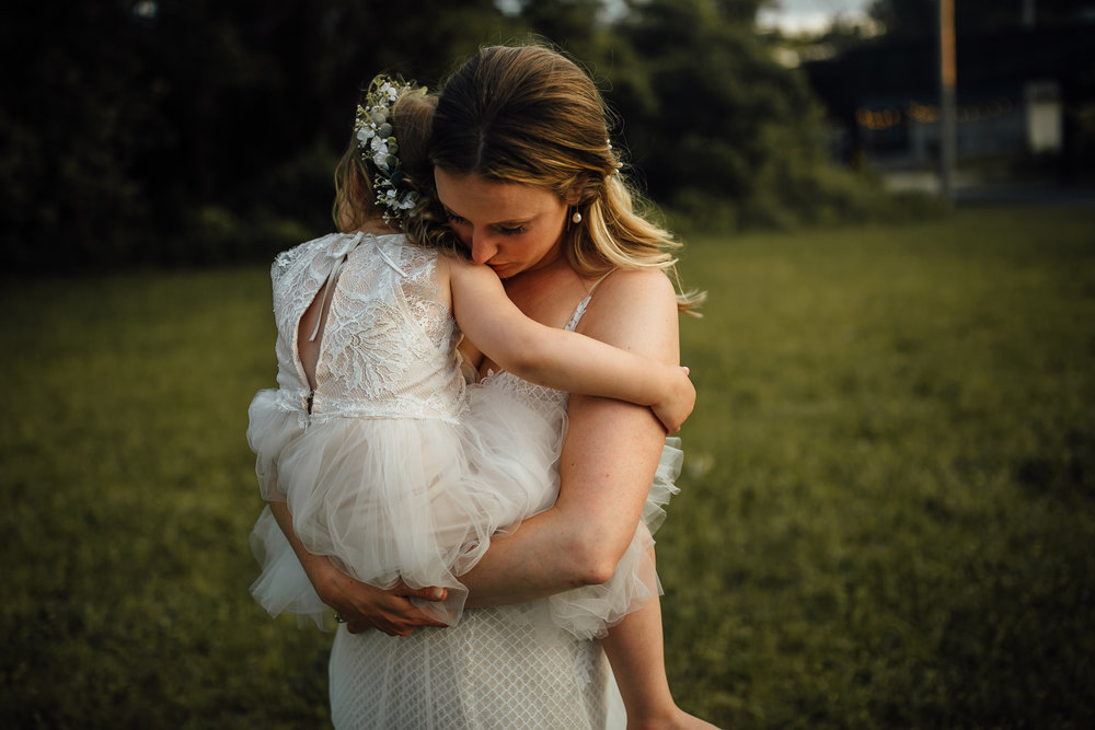 2018-6-Maggie-Johnny-Golden-Hour-Cheney-Place-Wedding-Grand-Rapids-Michigan-Wedding-Photographer-14.jpg
