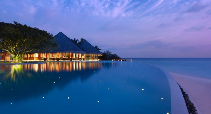 dusit-thani-maldives_facilities_pool_night.jpg