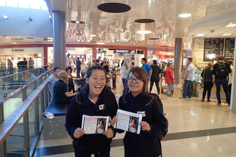 We, feeling very happy to be able to distribute almost 600 fliers asking people to contribute, being in the Jazz concert here in Skien on last sunday.