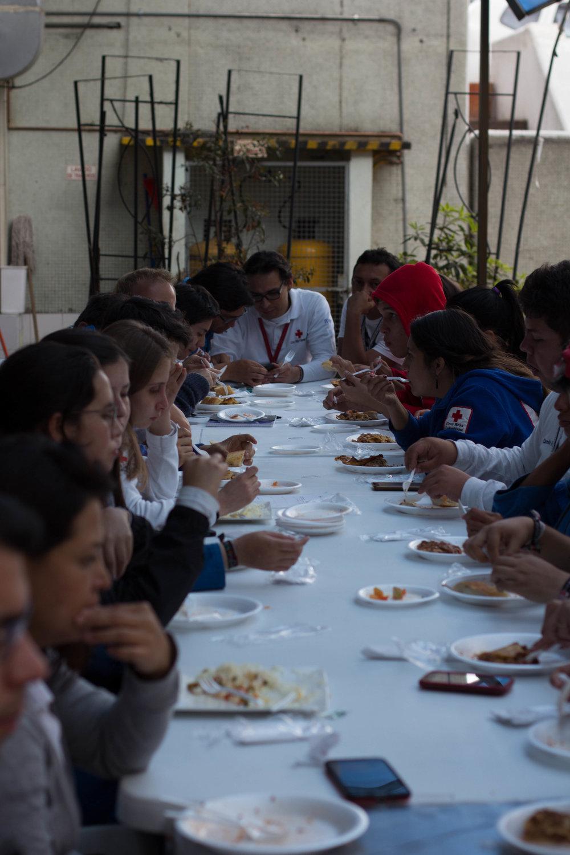 probar comida colombiana y almuerzos grandes...