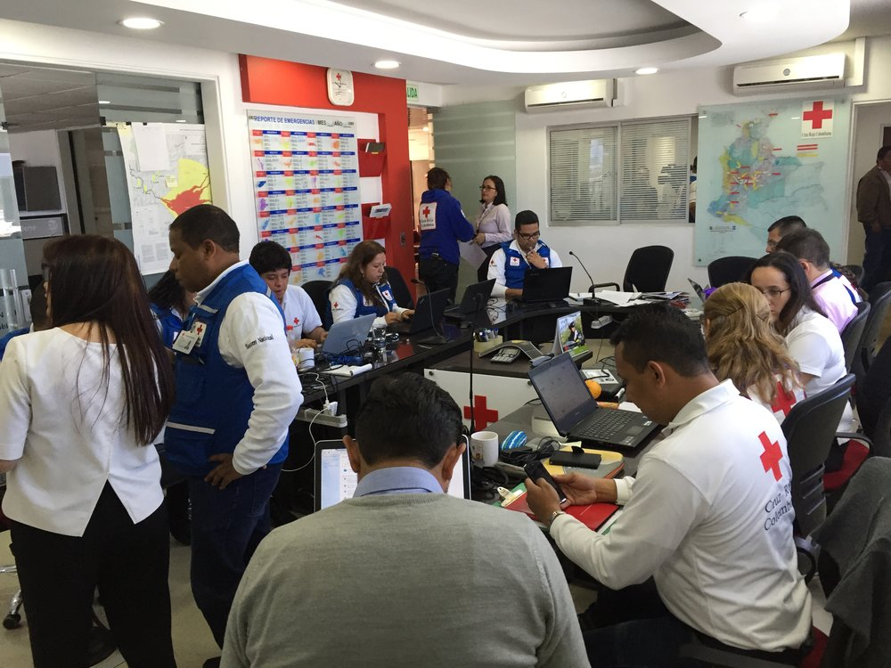 Un equipo de emergencia de la Cruz Roja Colombiana fue rápidamente reunido para organizar ayuda inmediata y eficiente a las víctimas de la avalancha de Mocoa // An emergency response team of the Colombian Red Cross was quickly assembled in order to organize immediate and efficient aid to the victims of the Mocoa avalanche.