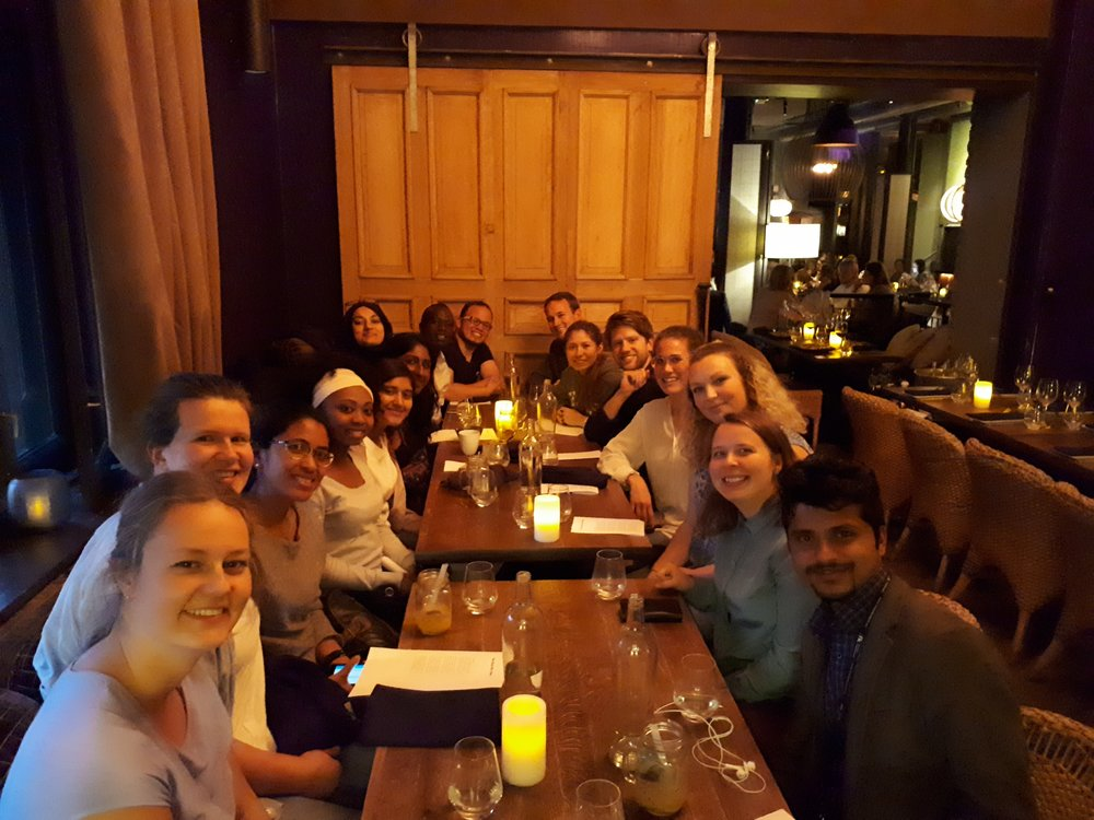 Cenar con amigos. Aqui estamos con nuestras amigos en YDEP.