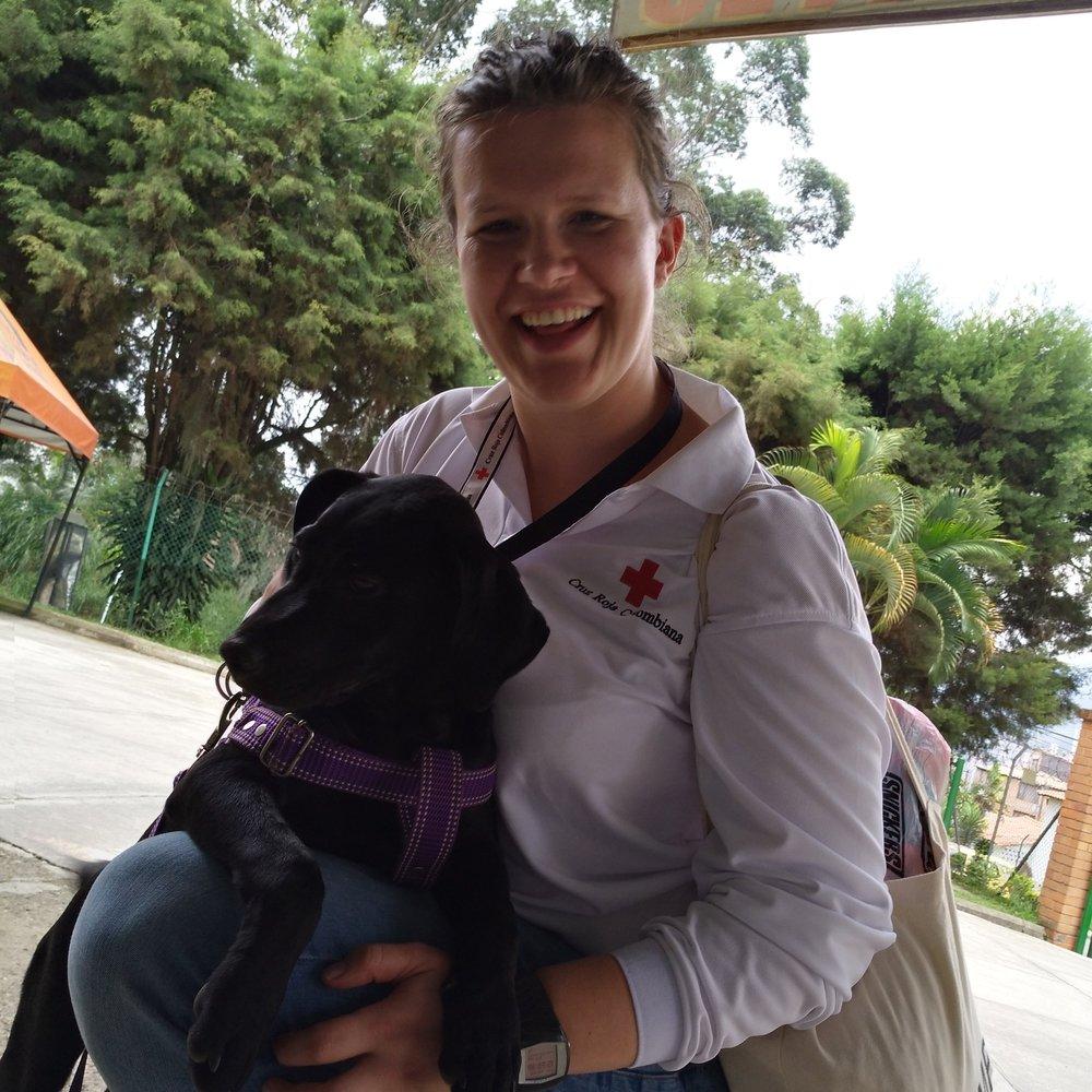 Abrazar un perro. Foto de: Sofie Sundström Bele.
