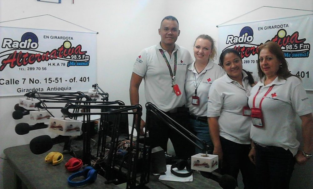 The representatives from the Red Cross at the Radio station Radio Anternativa in Girardota district, Antioquia. From the left: Luis Rodrigo Ruiz (Coordinator of Doctrine and Protection), Sofie Sundström Bele (Youth Delegate), Catalina Correa (sectional volunteer) y Judith Hernández (Coordinator of the Girardota Support Group). Photo: Radio Alternativa.