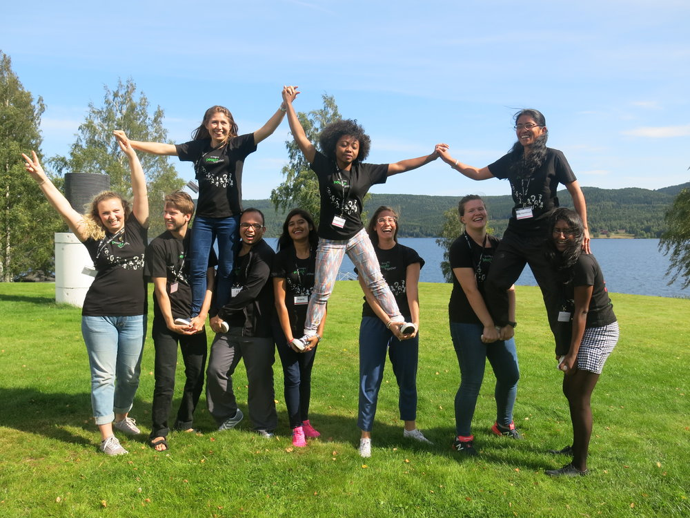 Delegados de Juventud, de Noruega, Nepal, Madagacar y Colombia, en un campamento de juventud de FK Norway.